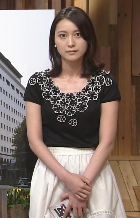 小川彩佳 横乳キャプ・エロ画像3