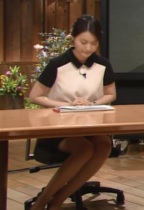 小川彩佳 パンチラキャプ・エロ画像2