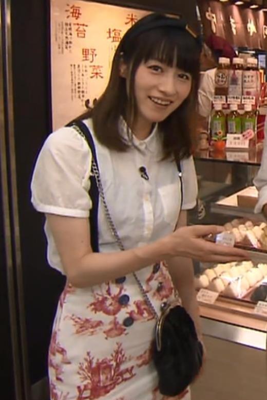 宮島咲良 タイトスカートキャプ・エロ画像
