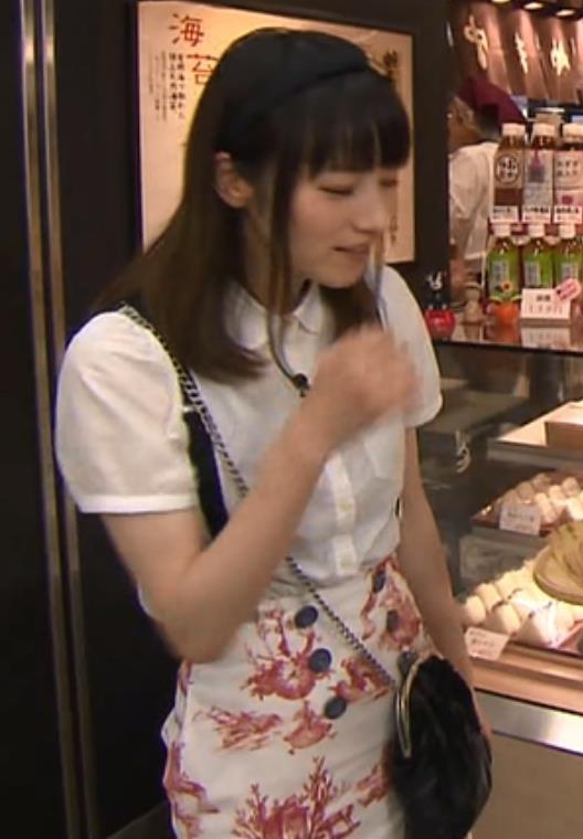 宮島咲良 タイトスカートキャプ・エロ画像4