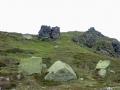 山頂直下の大岩