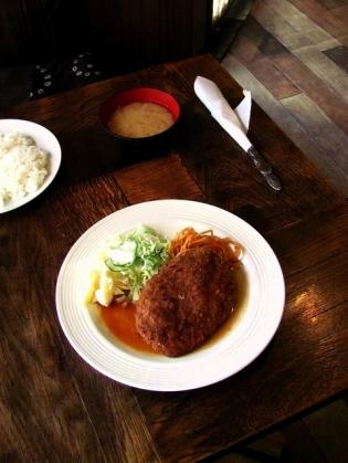 レストラン・喫茶ぷらむでメンチカツ2