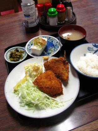 山田ホームレストランにて本日の定食からB.アジフライ 奴(ひややっこ)2