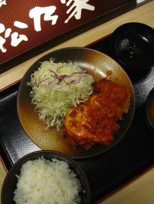 松乃家、チーズトマトチキンモモかつ定食2