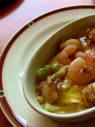 CASA魚介とキャベツのアヒージョ1