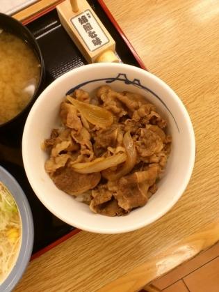 松屋、店舗限定プレミアム牛めし(並)、生野菜1