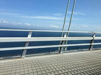 明石大橋からの海