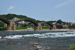 錦川の流れと錦帯橋