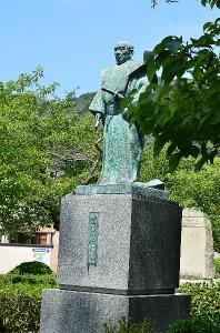 吉川広嘉の像