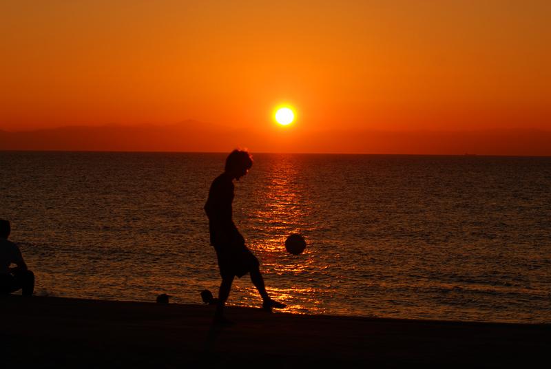 夕陽とサッカー