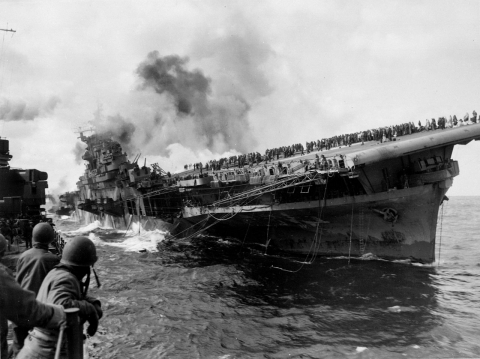 1280px-Attack_on_carrier_USS_Franklin_19_March_1945.jpg