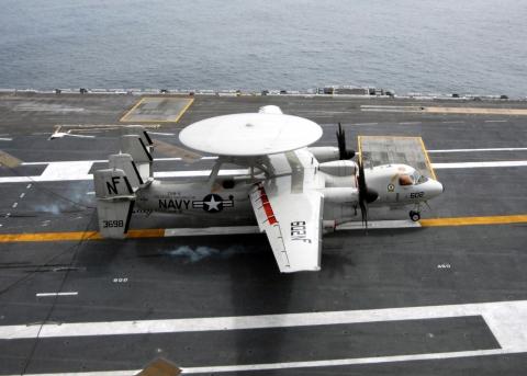 E-2C_Hawkeye_landing.jpg