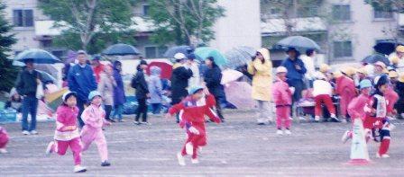 雨の中の運動会