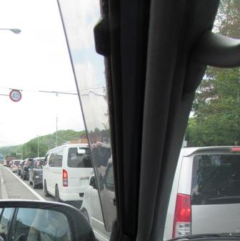 しゅっぱぁぁぁ~つ …で、渋滞という…