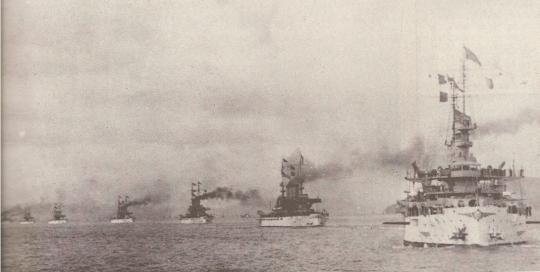 日本を威嚇する米艦船団