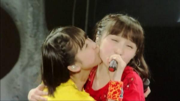 kiss50.jpg