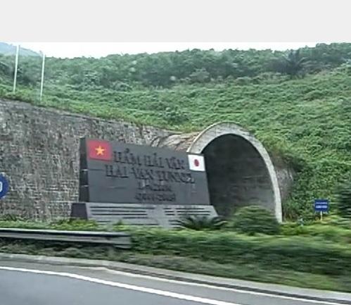 2014-7-13ベトナムハイバン峠のトンネル入り口ダナン側