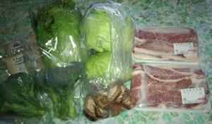 母へのお土産 新鮮野菜とカルビー肉