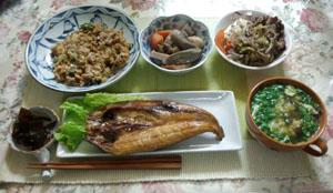 晩ご飯 すき焼き・ホッケ・煮物・スープ・焼き飯