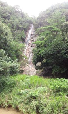 涼 妹背の雄滝