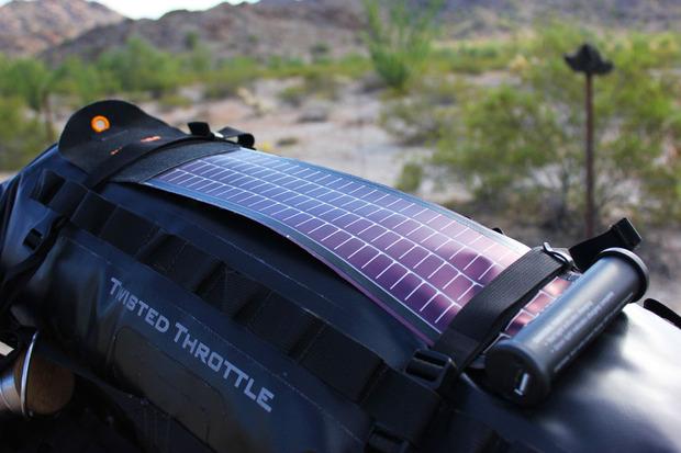 Bushnell-solar-charger バックパック装着時