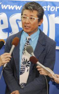 不倫報道で別々に会見、つちやかおり「大切な方」、布川敏和「子どもたちのために離婚しない方がいい」2