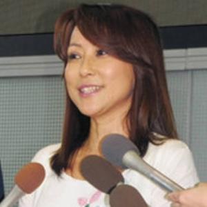 不倫報道で別々に会見、つちやかおり「大切な方」、布川敏和「子どもたちのために離婚しない方がいい」