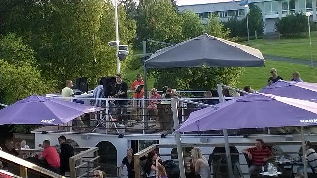ボートレストランのライブ
