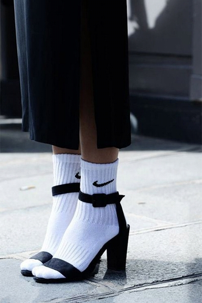 Socks-with-sandals.jpg