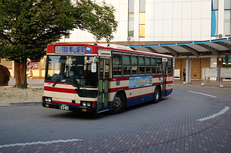 福島交通には三菱ふそうがよく似合う。 とはいえこの初代エアロスターは、最低でも車齢18年のご老体だ。