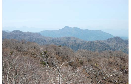石塚からの傾山