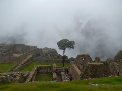 ペルー2014.1マチュピチュ・石切り場からコンドル神殿