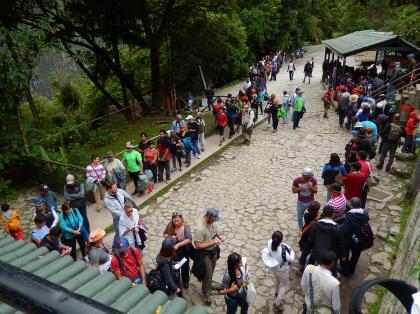 ペルー2014.1マチュピチュ・帰路バス待ちの列