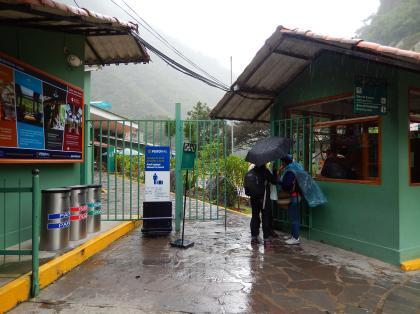 ペルー2014.1マチュピチュ駅入口