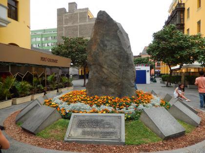 ペルー2014.1リマ・リマ市誕生450年記念碑