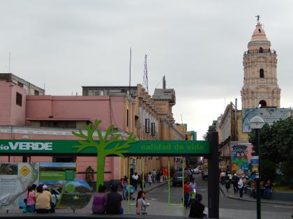 ペルー2014.1リマ・広場からサントドミンゴ教会