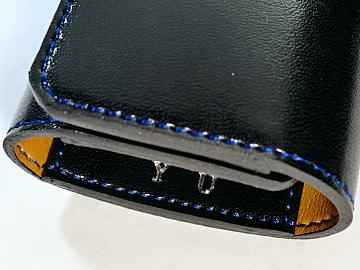 黒の人工皮革ランドセルをブルーのステッチでキーケースにリメイク