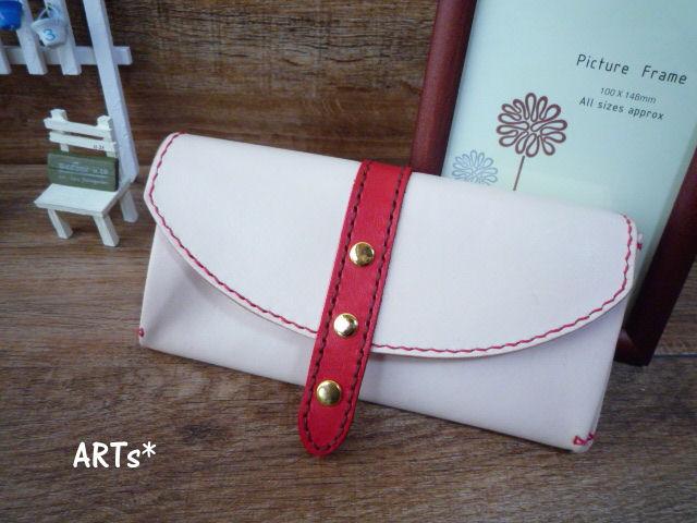 赤いベルトの長財布