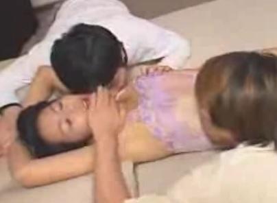 野中雪絵 動画 のなかゆきえ Fカップ巨乳熟女が夜這い4P乱交するお母さんのエロ動画