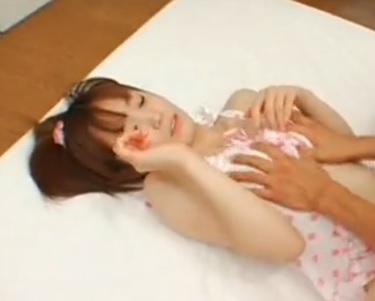 小さいおっぱいで清純な美少女のエロ動画