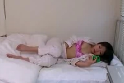 オナニー中のスケベな女性患者が男性看護師を誘惑する淫女のエロ動画