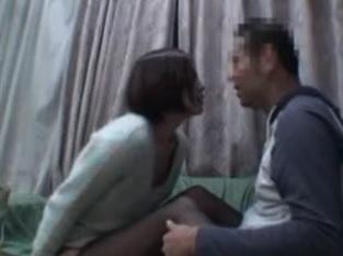 美人デリヘル嬢が裸エプロンでセックスしてくれるエロ動画