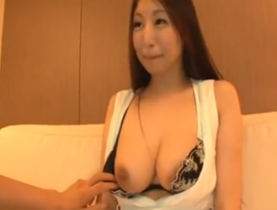 秋吉ひな ネットで話題のGカップ美人ビアガールの盗撮映像 1