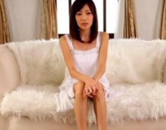 初AV撮影したアイドルみたいなスレンダー美少女