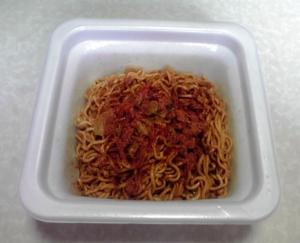 CoCo壱番屋監修 トマト風味のスパイシーカレー焼そば(できあがり)