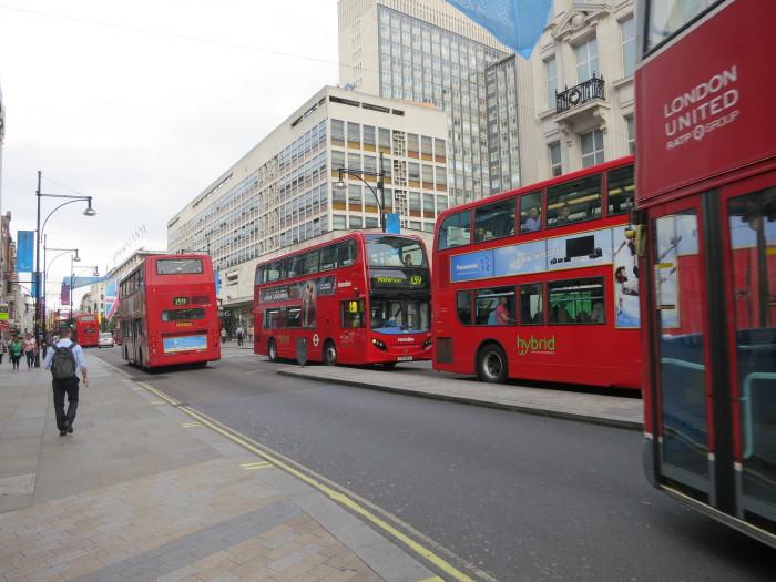 イギリス 2階建てバス キングスクロス駅