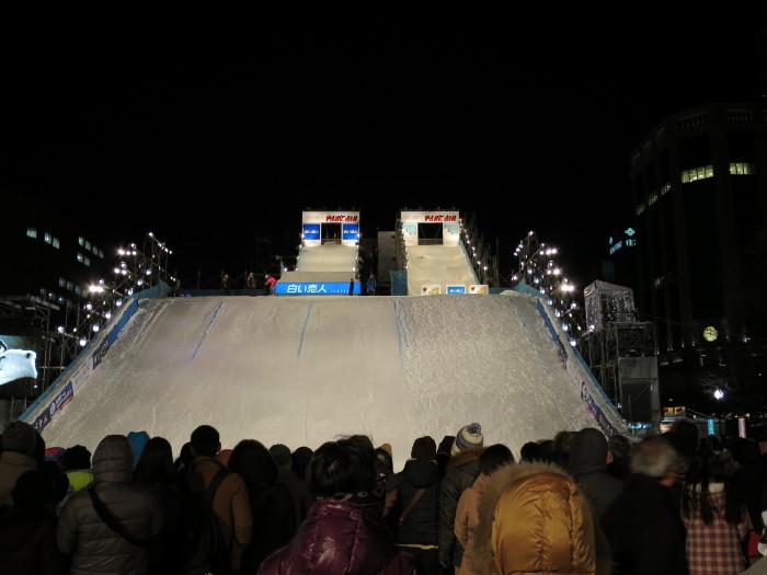 さっぽろ雪まつり 大通会場 夜 ライトアップ