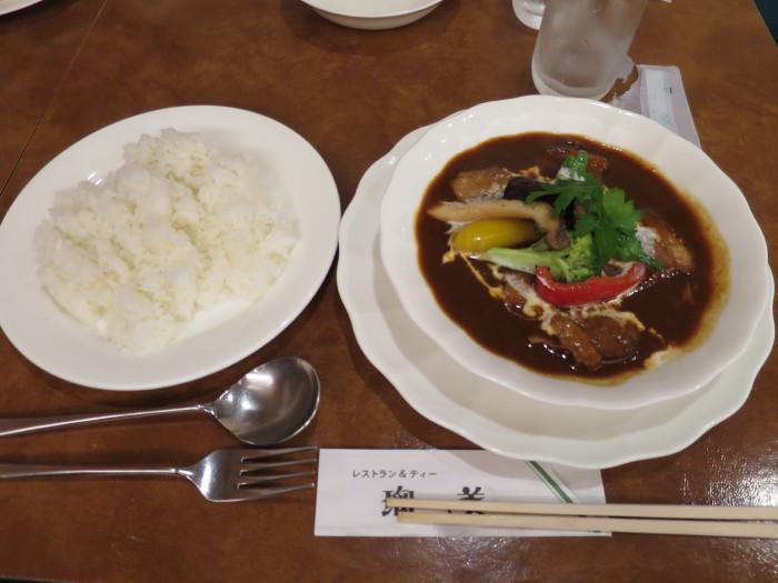 瑠美 ビーフシチュー エビフライがおいしい店