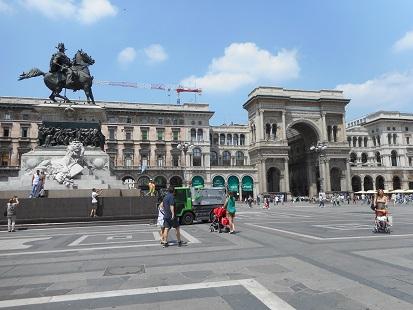 ヴィットリオ・エマヌエーレ2世像
