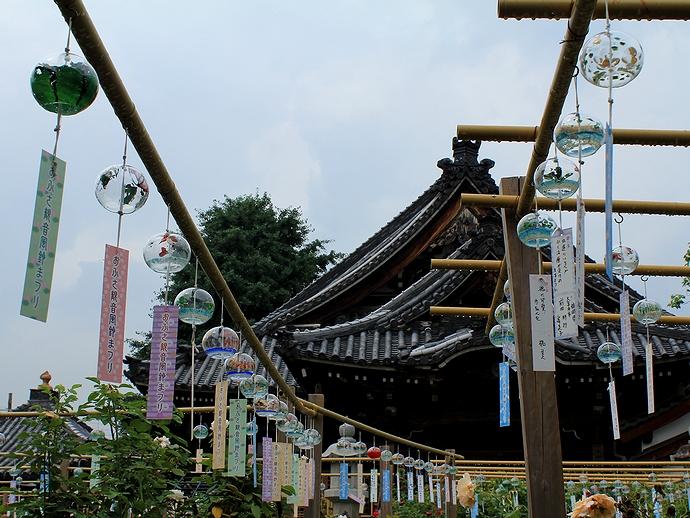 風鈴寺に薄日が差して 奈良のおふさ観音にて